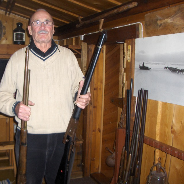 Pentti Kronqvist showing two repeating bolt action rifles designd and produced by Friedrich Vetterli (Switzerland).<BR>  These riffles were used during the Finish civil war.
