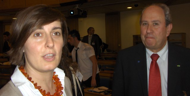 Andreea Gulasci (BE), Coordinator in the Organising Committee MM 2009 and<BR>  Norman Rose (UK), Chairman of the European Round Table on Services.